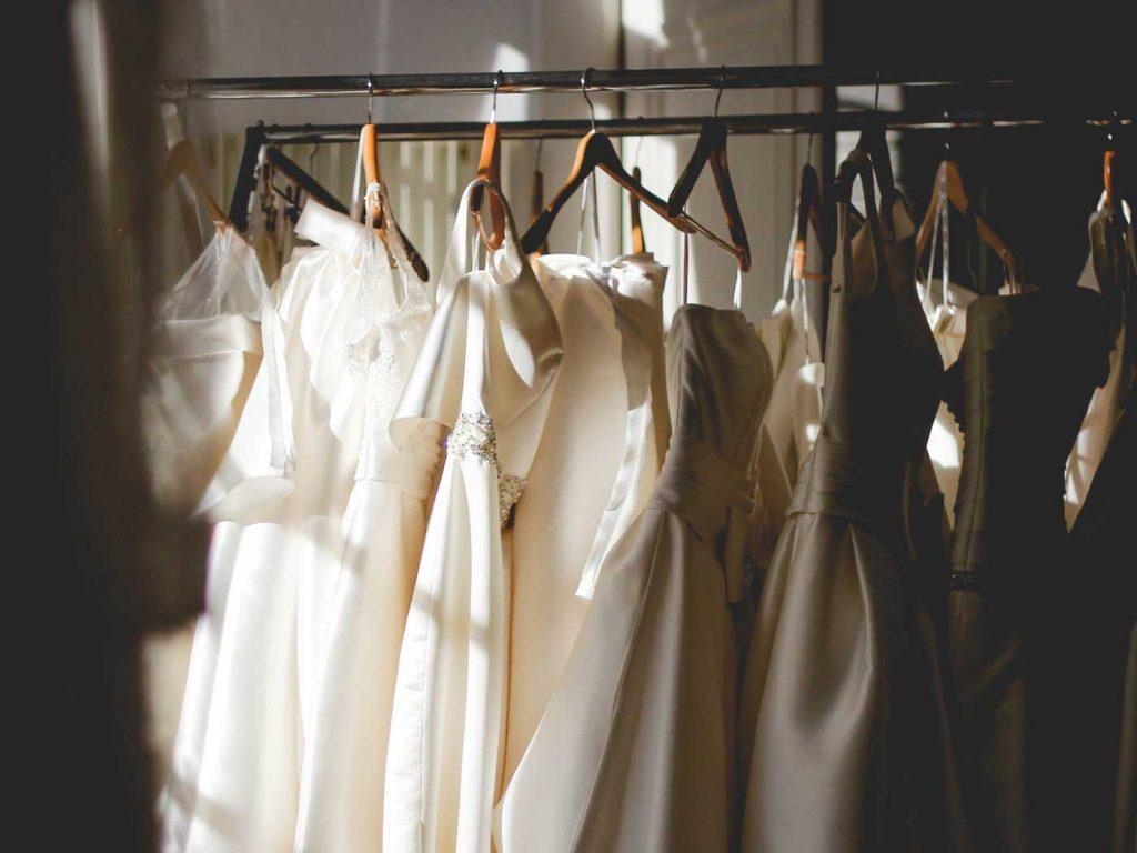 Amiga Bruidsmodewinkel photoshoot jurken